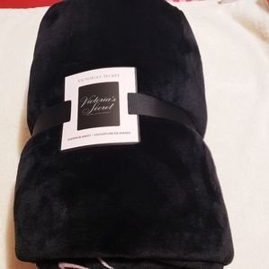 VICTORIA SECRET SHERPA/ BLANKET
